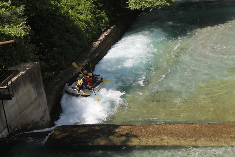 Go rafting in one of the cleanest and coldest rivers in Europe, Voidomatis and combine stunning scenery a few minutes away from Papigo Zagori